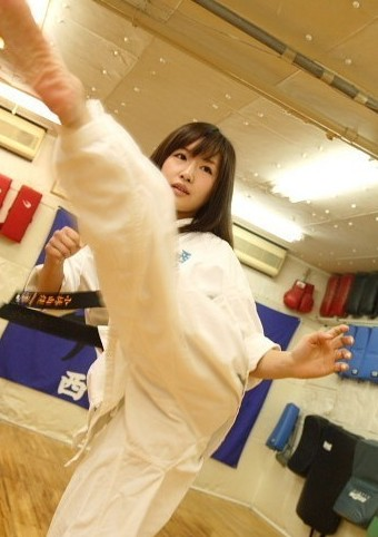 被广大国民称为日本国最萌的空手道女孩