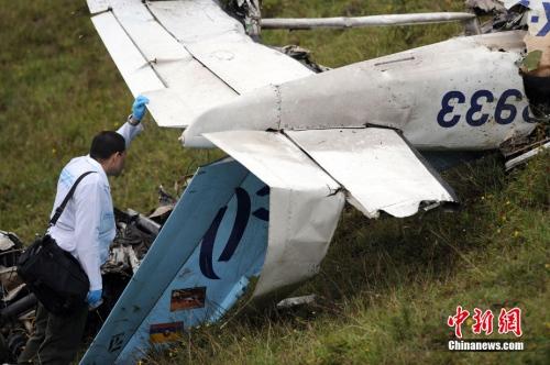 架小型飞机坠毁