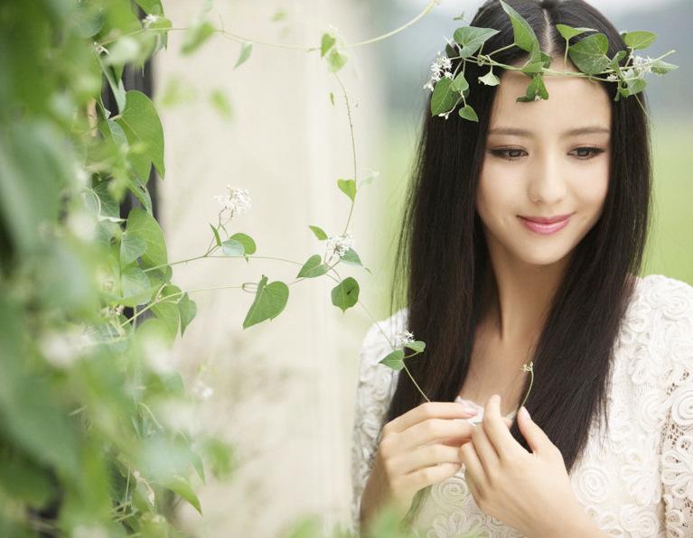 新疆美女佟丽娅演绎西域风情