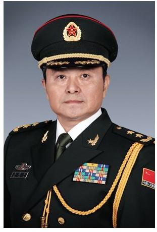 广州军区司令员徐粉林中将日前莅临驻香港部队