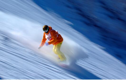 活动场地的设计这些体育运动的共性特征上,更体现在借助冰雪的特性将