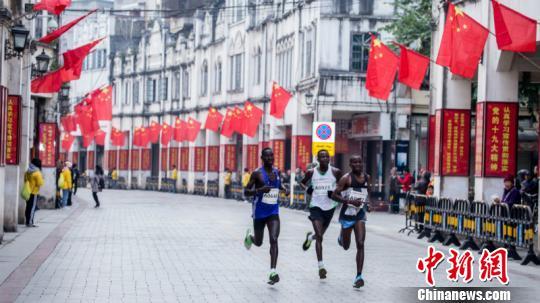 电子游艺网址:肯尼亚选手夺冠首届红城百色国际半程马拉松